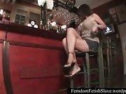 Divne goddess feet servant
